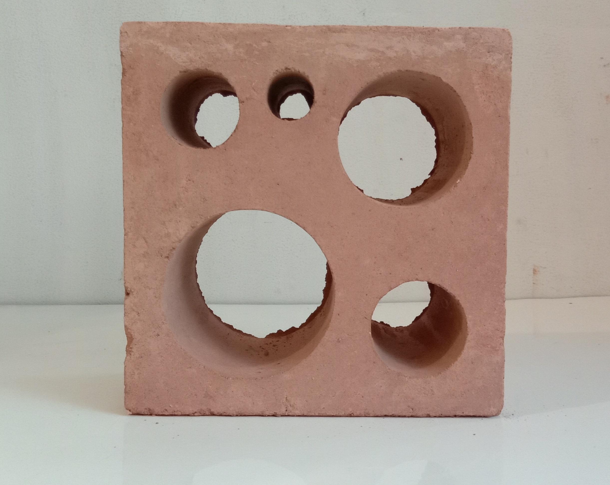 Roster Terakota Holes