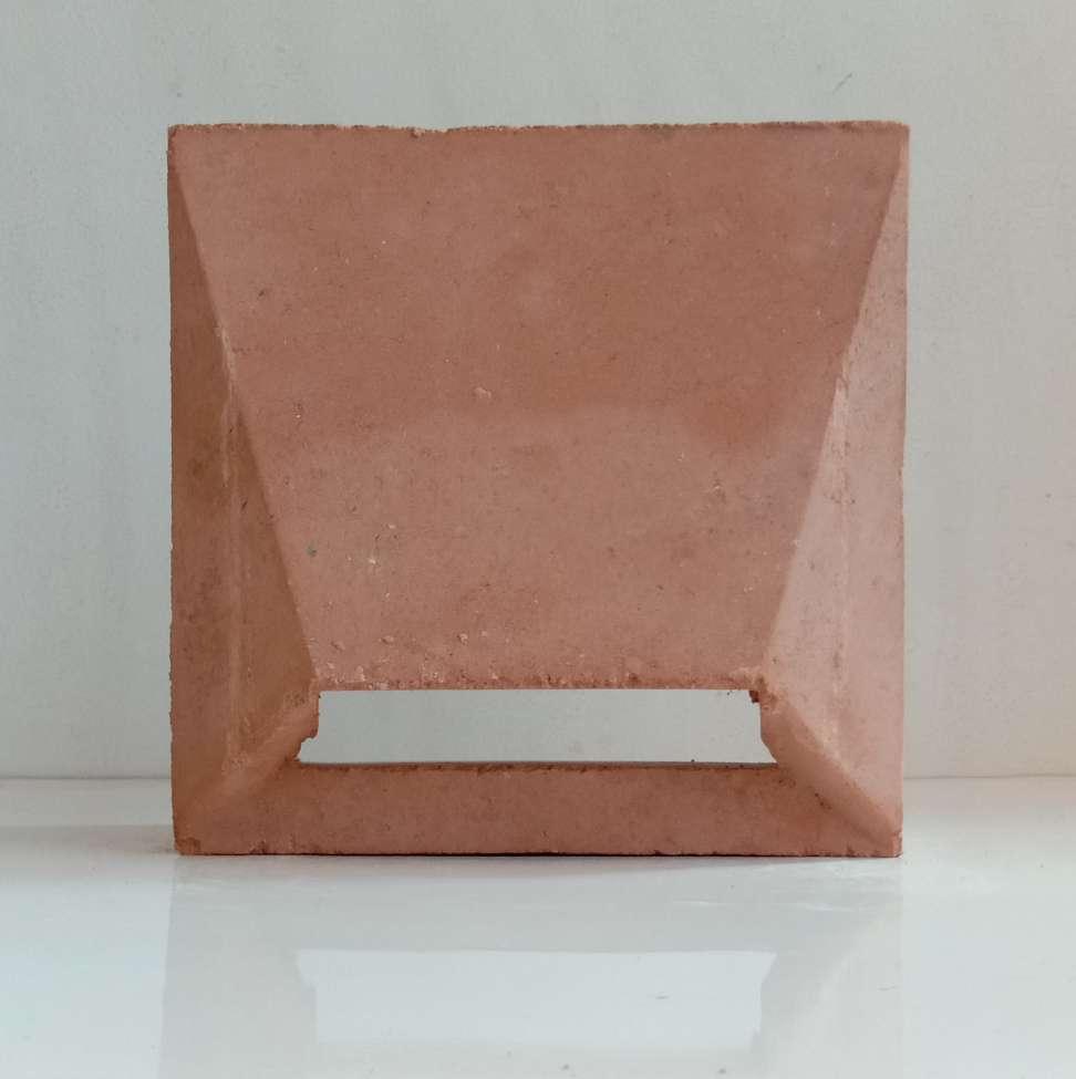 Roster Terakota Piramid LB