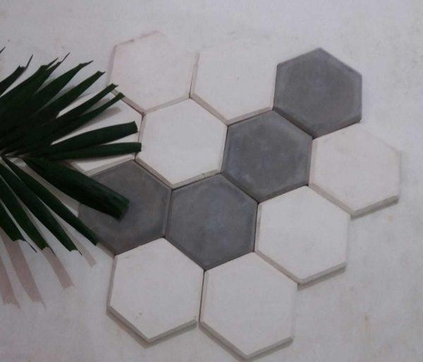 Bata Tempel Hexagon Putih Abu-abu